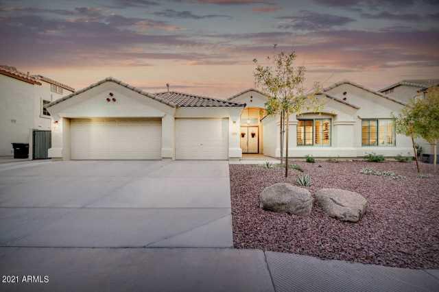 Photo of 751 E GRAND CANYON Drive, Chandler, AZ 85249