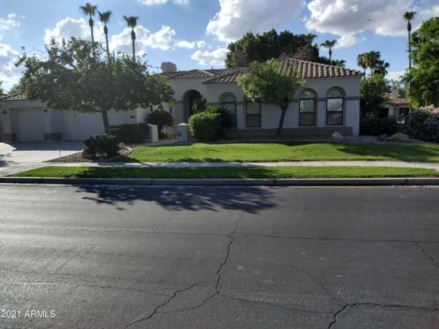 Photo of 1724 W BLUE RIDGE Way, Chandler, AZ 85248