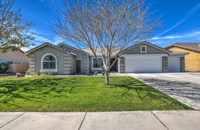 Photo of 40590 N CAPE WRATH Drive, San Tan Valley, AZ 85140