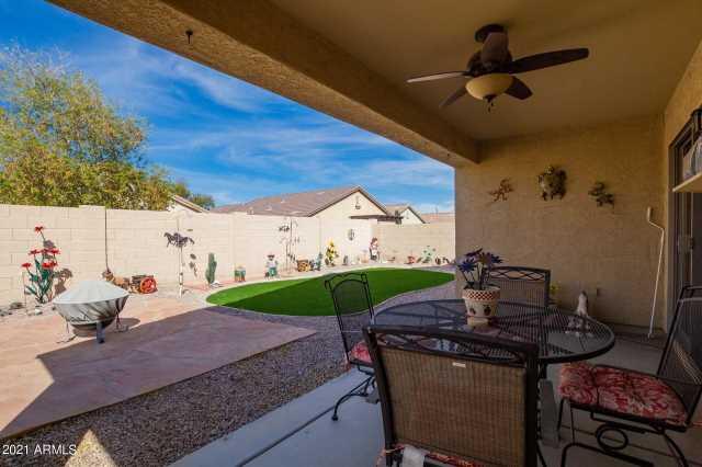 Photo of 984 W DESERT HILLS Drive, San Tan Valley, AZ 85143