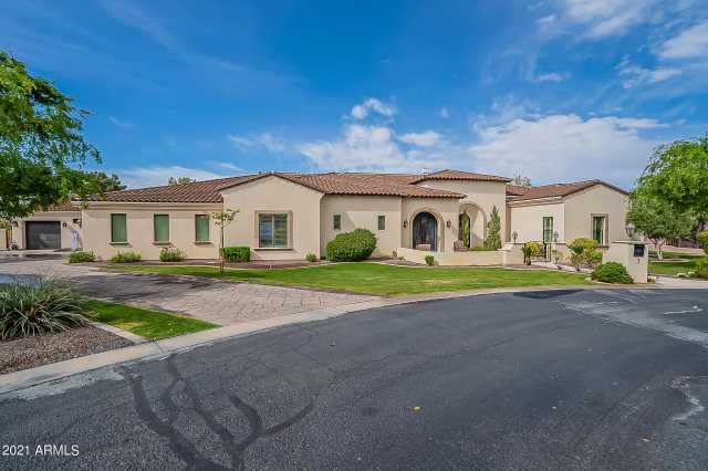 Photo of 3800 S CLUBHOUSE Drive #7, Chandler, AZ 85248