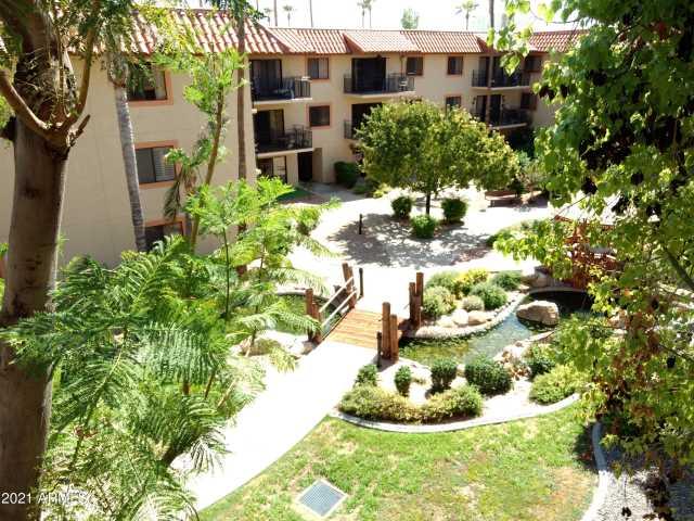 Photo of 10330 W THUNDERBIRD Boulevard #B301, Sun City, AZ 85351