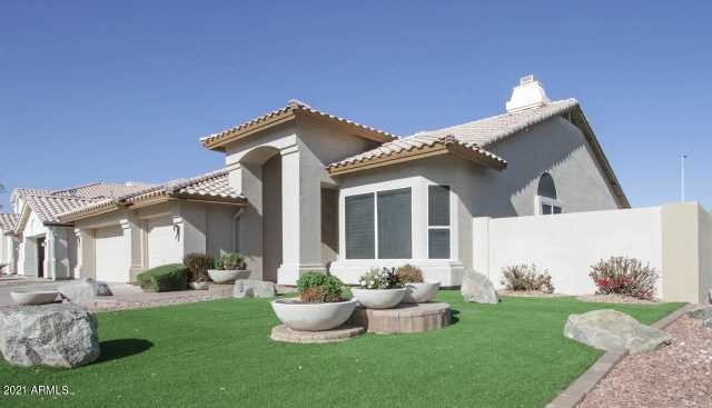 Photo of 301 N KENNETH Place, Chandler, AZ 85226