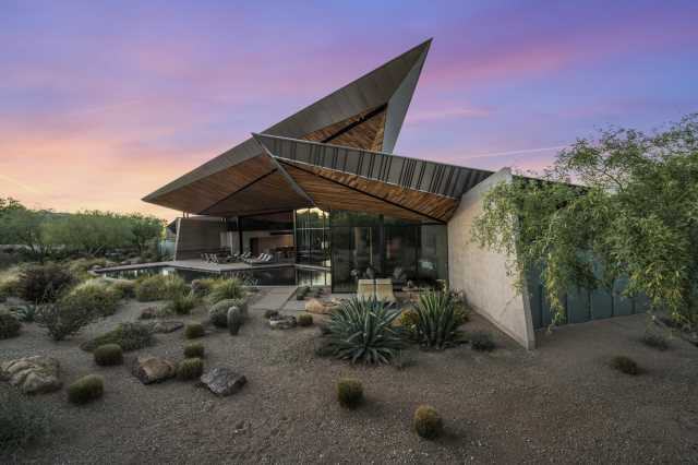 Photo of 6121 N NAUNI VALLEY Drive, Paradise Valley, AZ 85253