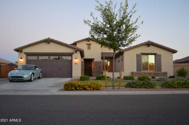 Photo of 205 W BLUE RIDGE Way, Chandler, AZ 85248