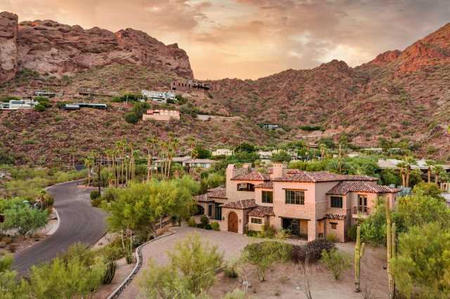 Photo of 5201 N SADDLE ROCK Drive, Phoenix, AZ 85018