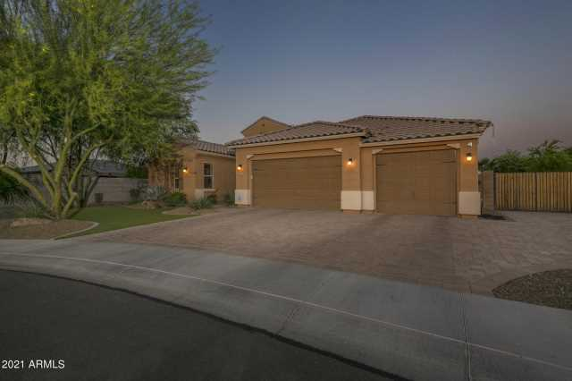 Photo of 1581 S SUNSET Drive, Chandler, AZ 85286