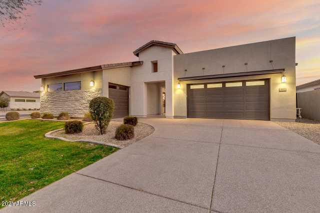 Photo of 3831 E HORSESHOE Place, Chandler, AZ 85249