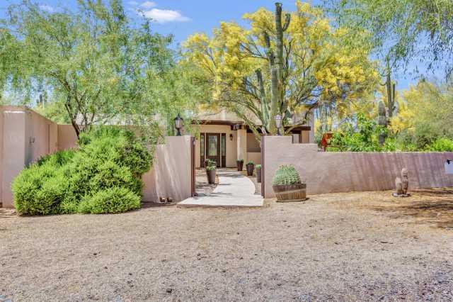 Photo of 6914 E CONTINENTAL MOUNTAIN Drive, Cave Creek, AZ 85331
