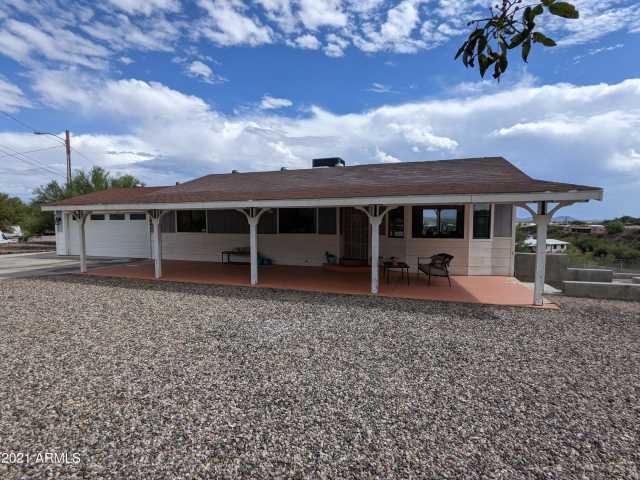 Photo of 635 N HEIGHTS Road, Wickenburg, AZ 85390