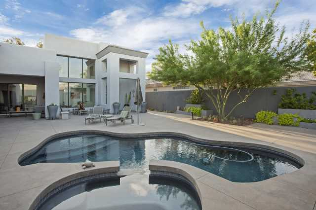 Photo of 10020 N 78TH Place, Scottsdale, AZ 85258