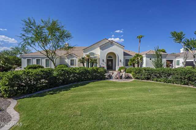 Photo of 2650 E CAPRICORN Place, Chandler, AZ 85249
