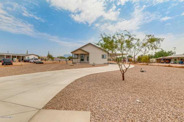 Photo of 419 N IRONWOOD Drive, Apache Junction, AZ 85120