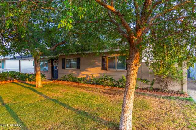 Photo of 2501 E HIGHLAND Avenue, Phoenix, AZ 85016
