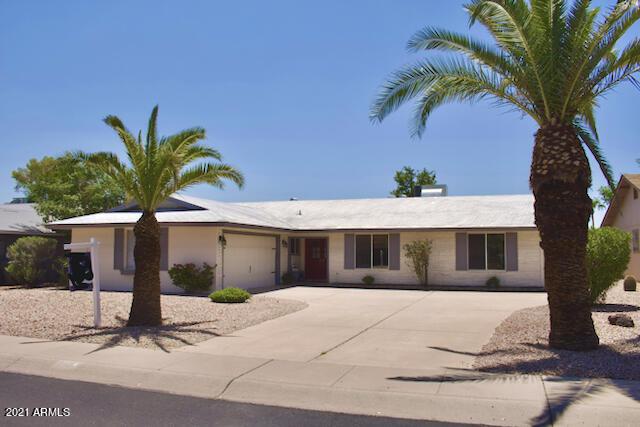 Photo of 5041 E SUMMER MOON Lane, Phoenix, AZ 85044