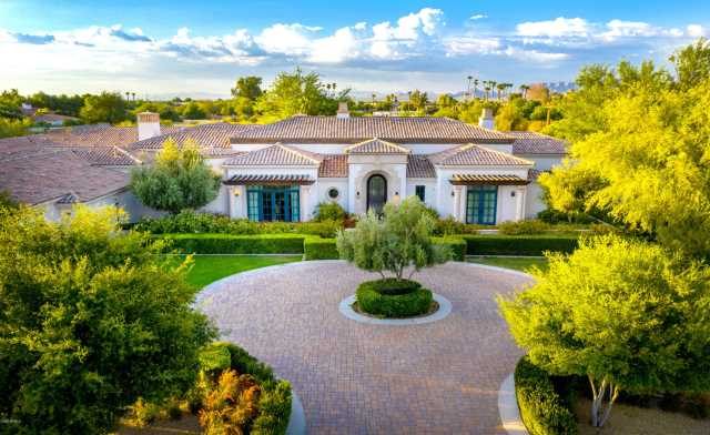 Photo of 6810 E VALLEY VISTA Lane, Paradise Valley, AZ 85253