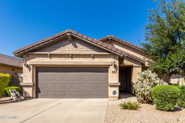 Photo of 268 W SADDLEBAG Lane, San Tan Valley, AZ 85143