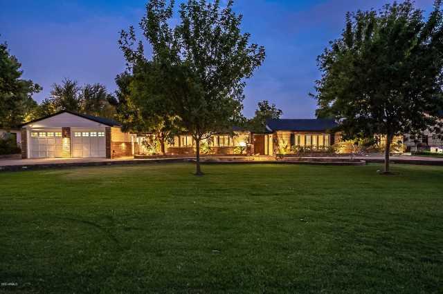 Photo of 333 W BERRIDGE Lane, Phoenix, AZ 85013