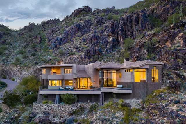 Photo of 5720 E CHENEY Drive, Paradise Valley, AZ 85253