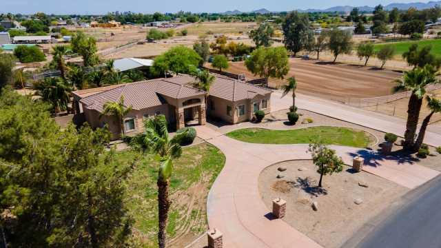Photo of 40435 N KENNEDY Drive, San Tan Valley, AZ 85140