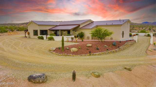 Photo of 1555 Caballos Trail, Wickenburg, AZ 85390