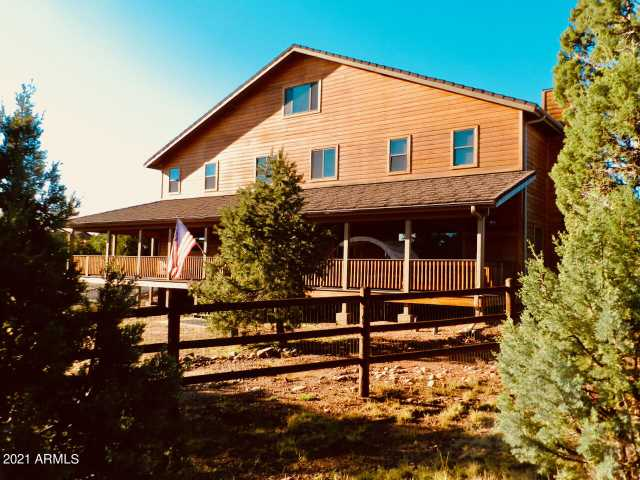 Photo of 2355 Tomcat Circle, Overgaard, AZ 85933