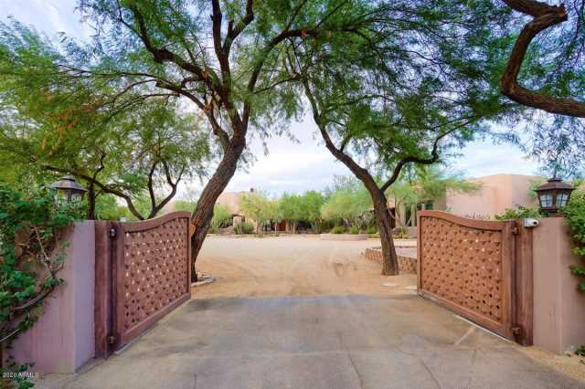 Photo of 2020 E BETHANY HOME Road, Phoenix, AZ 85016