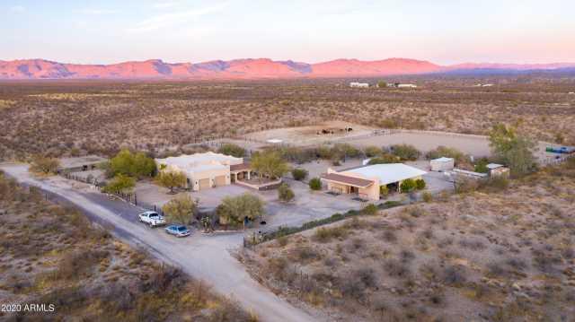 Photo of 34035 S NINE IRON RANCH Road, Wickenburg, AZ 85390