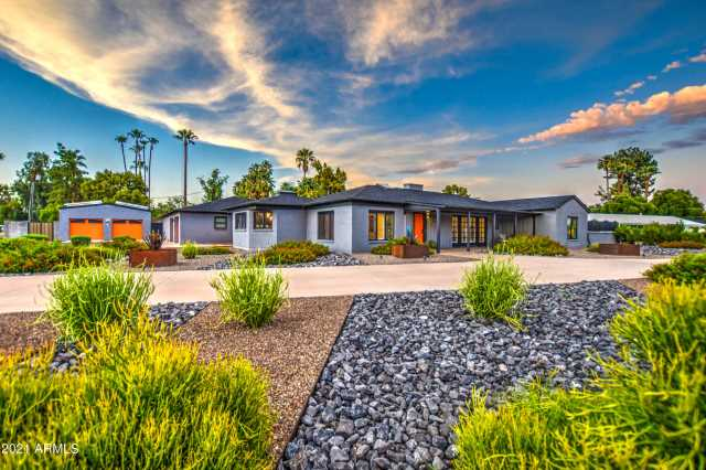 Photo of 236 W BERRIDGE Lane, Phoenix, AZ 85013
