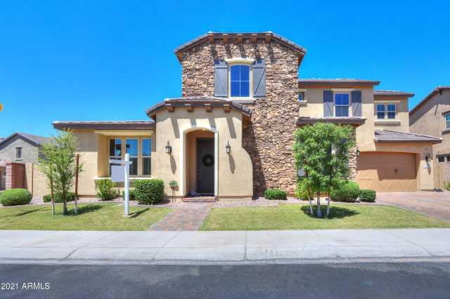 Photo of 948 W YOSEMITE Drive, Chandler, AZ 85248