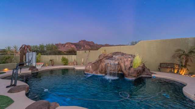 Photo of 676 S ROADRUNNER Road, Apache Junction, AZ 85119