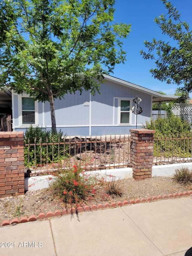 Photo of 894 W CALLE DEL NORTE Road, Chandler, AZ 85225