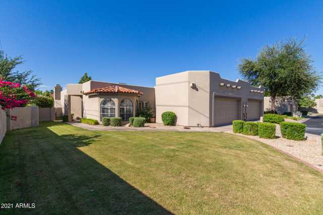 Photo of 4002 E ROUND HILL Drive, Phoenix, AZ 85028