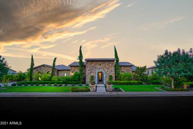 Photo of 2130 N 32ND Place, Mesa, AZ 85213