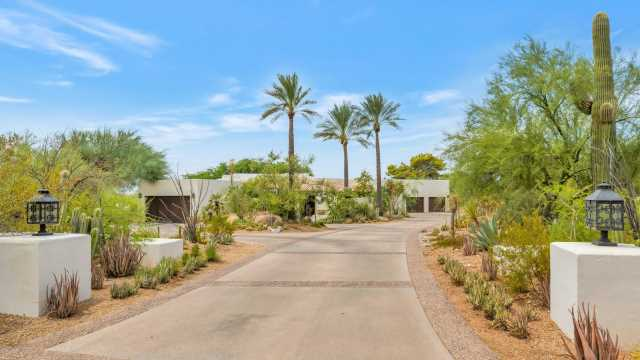 Photo of 5700 N 33RD Place, Paradise Valley, AZ 85253