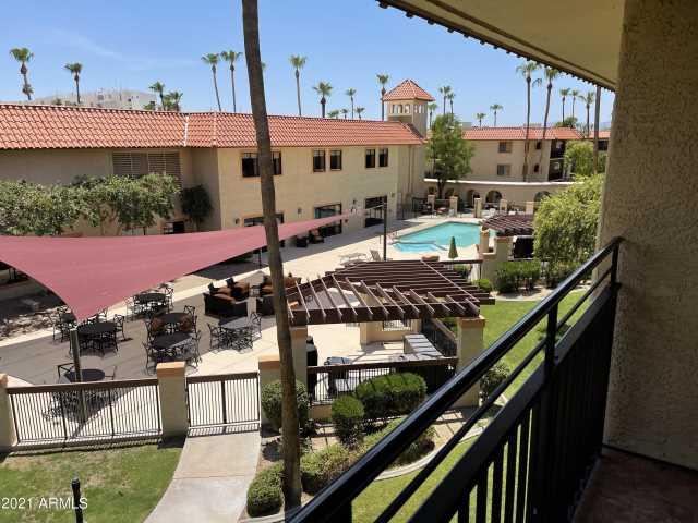 Photo of 10330 W THUNDERBIRD Boulevard #C304, Sun City, AZ 85351