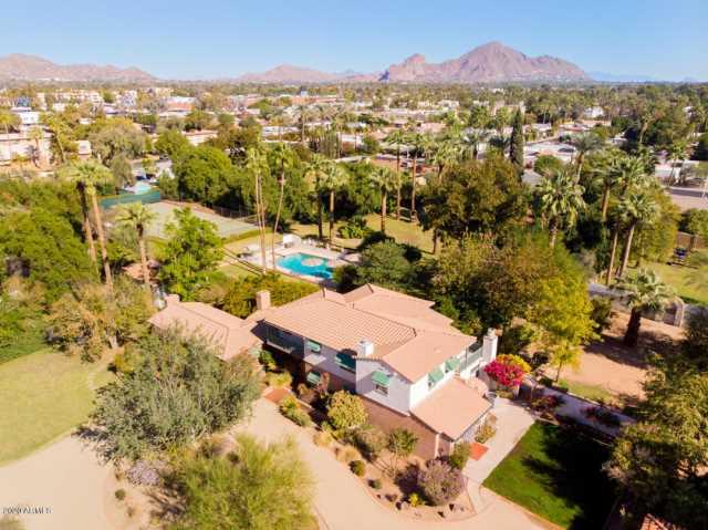 Photo of 2912 E SHERRAN Lane, Phoenix, AZ 85016