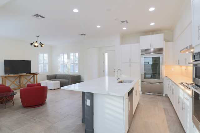 Photo of 1555 E OCOTILLO Road #17, Phoenix, AZ 85014
