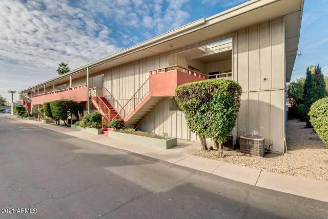Photo of 1030 E BETHANY HOME Road #5, Phoenix, AZ 85014