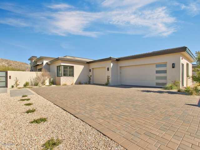Photo of 5696 E VILLAGE Drive, Paradise Valley, AZ 85253