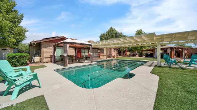 Photo of 964 CASTILLO Drive E, Litchfield Park, AZ 85340