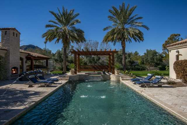 Photo of 6136 N MOCKINGBIRD Lane, Paradise Valley, AZ 85253