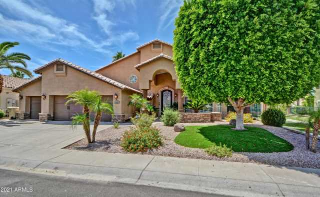 Photo of 5879 W DEL LAGO Circle, Glendale, AZ 85308