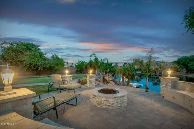 Photo of 425 E COCONINO Place, Chandler, AZ 85249