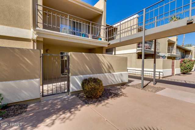 Photo of 2233 E HIGHLAND Avenue #111, Phoenix, AZ 85016
