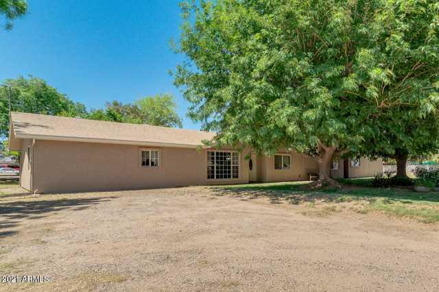 Photo of 17444 W MOUNTAIN VIEW Road, Waddell, AZ 85355