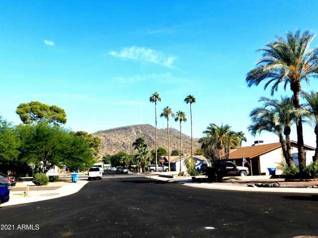 Photo of 2325 W CHARTER OAK Road, Phoenix, AZ 85029