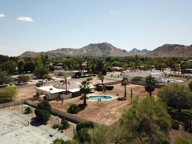 Photo of 5016 E BERNEIL Drive, Paradise Valley, AZ 85253