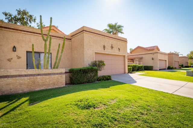 Photo of 537 N FOUNTAIN Circle, Chandler, AZ 85226