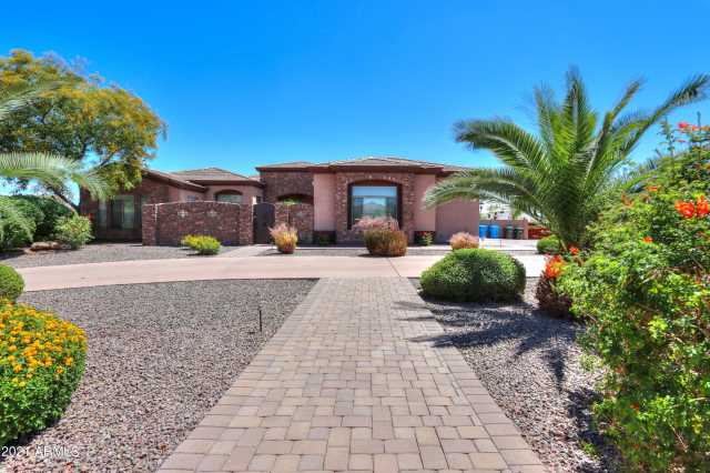 Photo of 4817 W SAGUARO PARK Lane, Glendale, AZ 85310